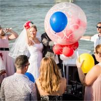 esküvői lufirobbantás