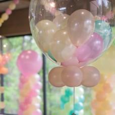 Asztaldísz bubbles lufiba töltött kislufikkal